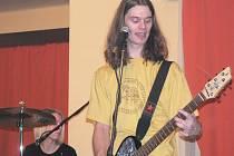 Na Střelnici si zahrála i kapela Moment z Hostinného.