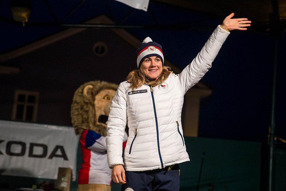 Karolína Erbanová na náměstí ve Vrchlabí po návratu z olympijských her.