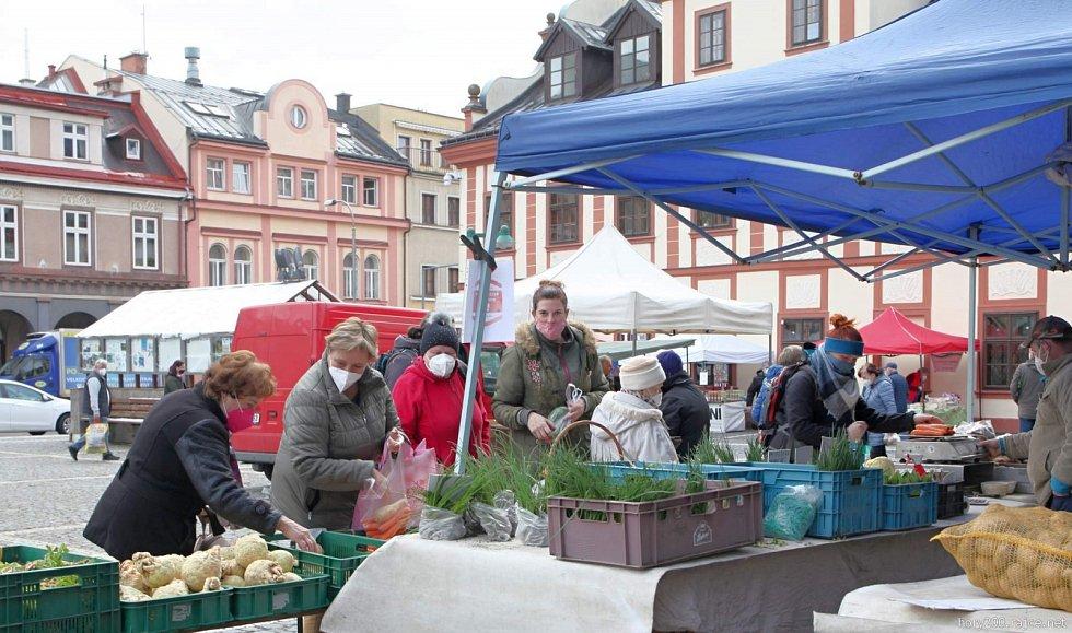 První letošní farmářské trhy ve Vrchlabí.
