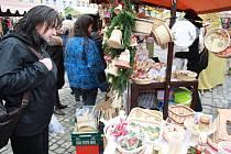 Na náměstí v Hostinném se konal ve čtvrtek 17. listopadu již 6. řemeslný trh pod obry.
