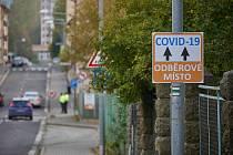Odběrový stav pro testy na covid-19 je v trutnovské nemocnici. Otevřený je každý den od 7 do 15 hodin.