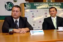 Starosta Trutnova Ivan Adamec (vlevo) a jednatel HC Trutnov Petr Dědek.