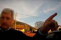 AŤ TAKÉ DÝCHNE! Místo, aby dýchl na kontrolního přístroje, nařkl polský řidič policistu, že z něj táhne alkohol.