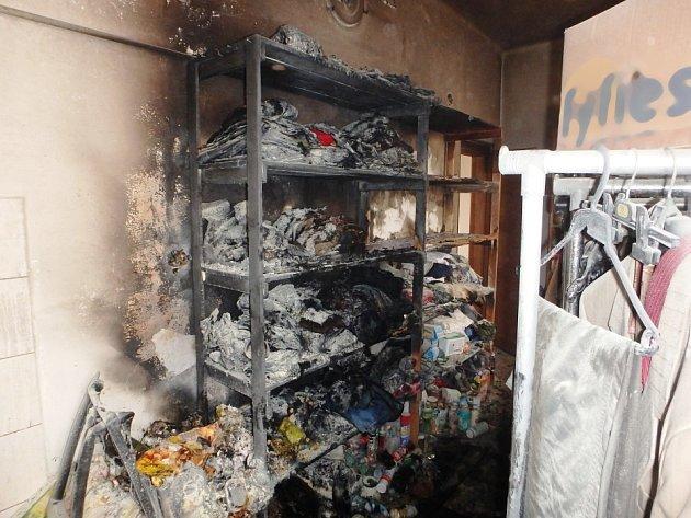 Ve Dvoře Králové hořel byt. Majitel oheň sám uhasil