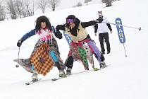 Zábava na sněhu spojená s karnevalovými maskami je nejhezčím zahájením jarních prázdnin na Trutnovsku. Přesně to si říkali účastníci karnevalového veselí, které se konalo na Kněžickém vrchu ve Vrchlabí.