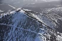 Dva členové skupiny Česko z nebe se rozhodli nově vyšlou knihu leteckých fotografií Trutnovsko z nebe pokřtít zcela originálně, a to v letadle přímo nad nejvyšší horou Sněžkou.