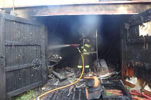 Ve Strážkovicích hořela garáž, oheň způsobil škodu za čtvrt milionu
