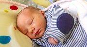 SAMUEL VALEŠ se narodil Zuzaně Fantové a Janu Valešovi 9. října ve 20.31 hodin. Vážil 2.79 kg a měřil 47 cm. Ve Špindlerově Mlýně čeká i sestra Nellinka.