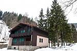 Tam se nedovoláte. Na tomto místě v Temném Dole v Krkonoších vyroste nová výjezdová stanice krajské záchranné služby a výukové středisko.