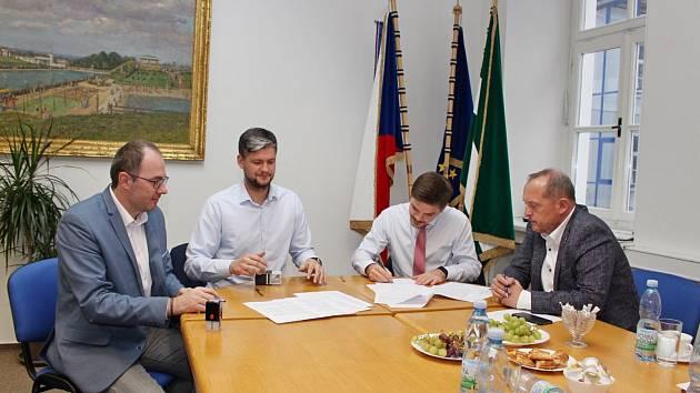 Čistý stůl. Všechny povinnosti, vyplývající ze smlouvy o odkupu čistírny odpadních vod ve Dvoře Králové  i ze souvisejících uzavřených dohod byly všemi stranami splněny.