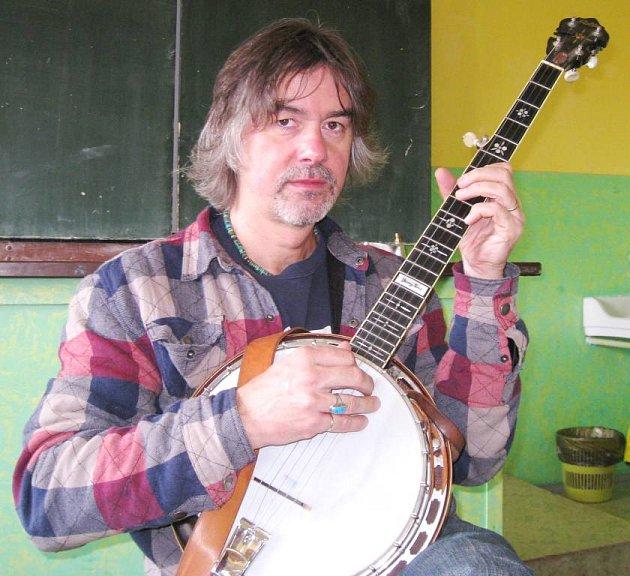Koncert zblugrassové dílny poslouchali lidé živě ivIrsku