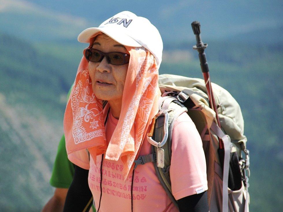 POKOŘITELKA nejvyšší hory světa Džunko Tabei vystoupala na nejvyšší vrchol Česka. Byl její 63. výstupem v pořadí.