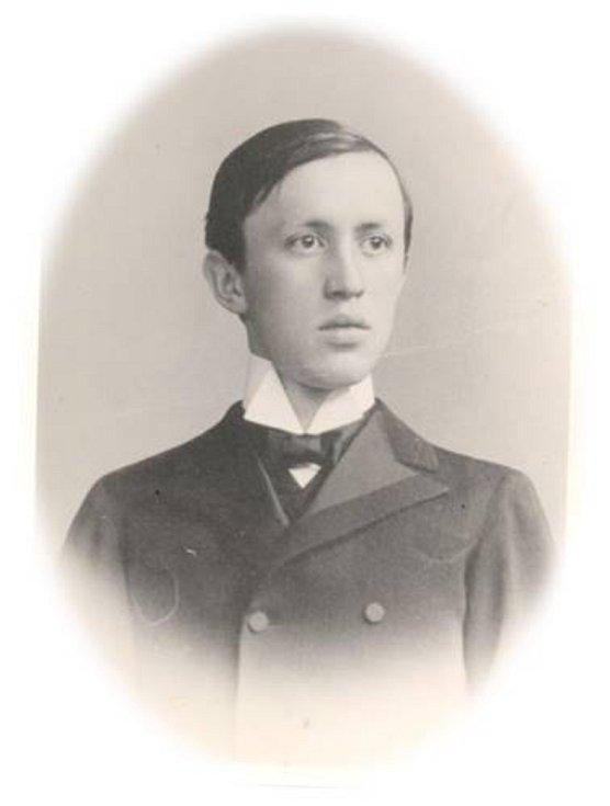 Životní cesta spisovatele Karla Čapka vedla řadou míst jeho rodného, Královéhradeckého kraje. Malé Svatoňovice, kde se narodil 10. ledna 1890 v domě na náměstí, si připomněly 130. výročí jeho narození.