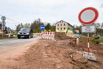 Ředitelství silnic a dálnic staví v Rudníku u pošty nový most.