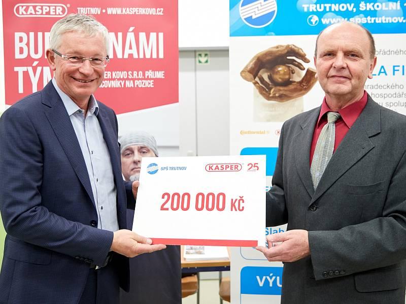 Rudolf Kasper předal šek trutnovské průmyslovce