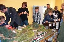 Trutnovští železniční modeláři se v Polsku u kolejiště nenudili