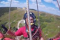 Členům Horské služby Krkonoše a letecké záchranky se podařilo zachránit muže, který zkolaboval v horních partiích Obřího dolu.