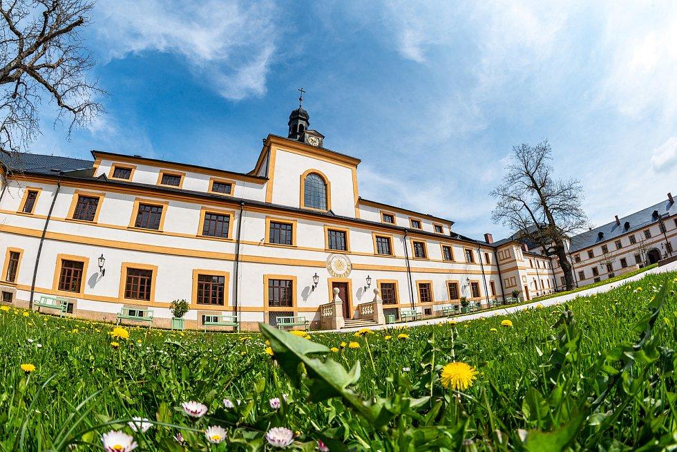 Venkovní prostory barokního areálu Hospitálu Kuks jsou lidem přístupné každý den až do setmění.