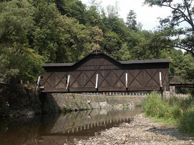 Liberecký kraj přidá na opravu mostu věšadlového typu v Bystré nad Jizerou na Semilsku 1,2 milionu korun.