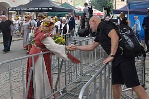 Lidé ze Žacléře se vypravili na jarmark slezských tkalců do polského města Chelmsko Slaskie.