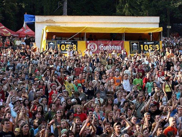 Trutnovský hudební festival každoročně navštíví několik tisíc lidí.