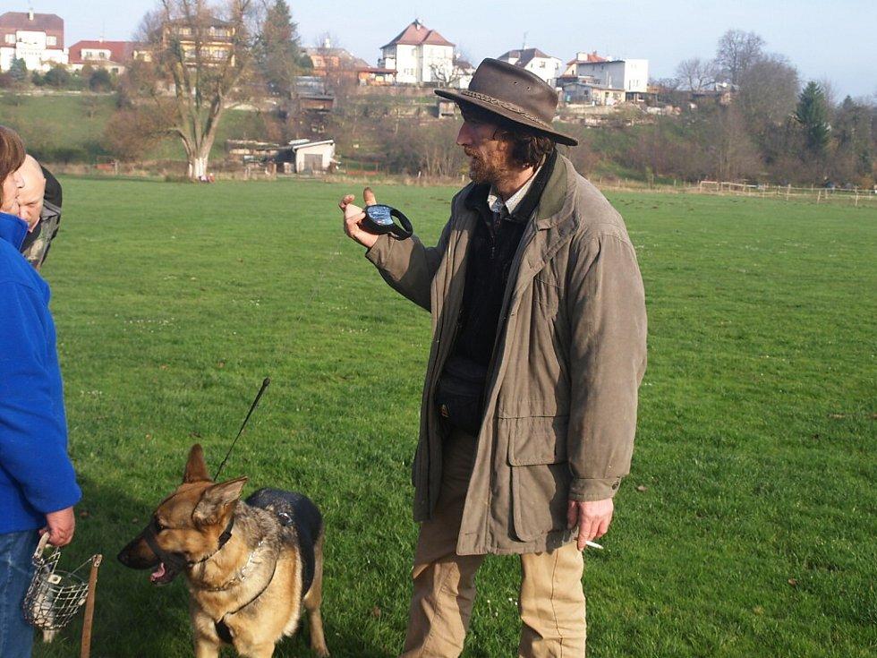 Rudolf Desenský, psí psycholog na setkání v psím útulku Nový svět ve Dvoře Králové
