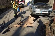 Automobil při havárii přišel o olejovou vanu.