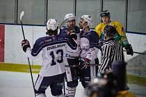 Trutnovští hokejisté na ledě pražské Kobry uhráli dva důležité body.
