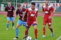 Útočník Dvora Králové Radek Klazar (číslo 10) si o víkendu zahrál jak za A mužstvo, tak za rezervní tým.