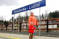 NOVÁ ŽELEZNIČNÍ ZASTÁVKA ve Smržovce Luční  už několik měsíců slouží veřejnosti.