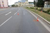 Místo nedělního střetu cyklisty s osobním vozem v Trutnově v Pražské ulici.