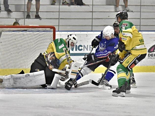 Ve 3.kole druhé ligy hokejisté Kolína porazili Dvůr Králové 4:2.