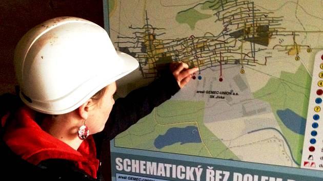 """PLETENEC CHODEB dolu Bohumír je z velké části zatopený a z další nepřístupný. """"V případě získání dotace bychom ke stávající třísetmetrové prohlídkové trati chtěli zpřístupnit další zhruba kilometr chodeb,"""" ukazuje Květa Dufková, vedoucí dolu."""