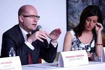 PRVNÍM HOSTEM Exportního fóra v Mladých Bukách byl ve čtvrtek po poledni premiér Bohuslav Sobotka.