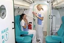 Rehabilitační ústav v Hostinném využívá také moderní hyperbarickou komoru s léčivým kyslíkem.