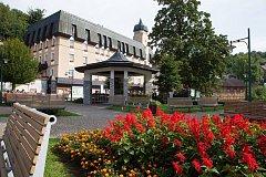 Janský pramen poskytuje minerální vodu k léčbě hostů v lázeňském středisku Janské Lázně.