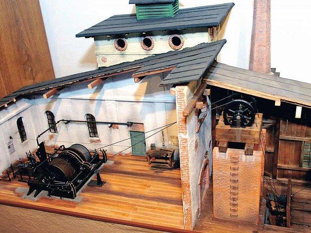 MODELY NĚKTERÝCH ZAŘÍZENÍ a objektů už neodmyslitelně patří k hornické expozici rtyňského muzea.