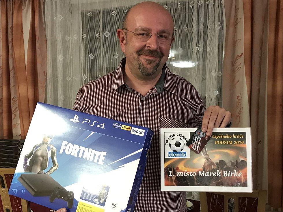 Trutnovský Marek Birke vedle pivního sudu získal také herní konzoli.