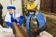 Z trutnovského kostela se vydali na sbírku tříkráloví koledníci.