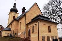 KOSTEL SV. ANNY ve Starých Bukách převzala do správy od církve obec. Starosta Jiří Bischof je na něj právem hrdý. Pod jeho taktovkou se během deseti let proměnil k nepoznání.