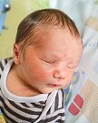MAREK MACH se narodil 23. dubna rodičům Veronice Čápové a Ladislavu Machovi. Vážil 3,1 kilogramu a měřil 48 centimetrů. Rodina bude mít domov v Mrklově.