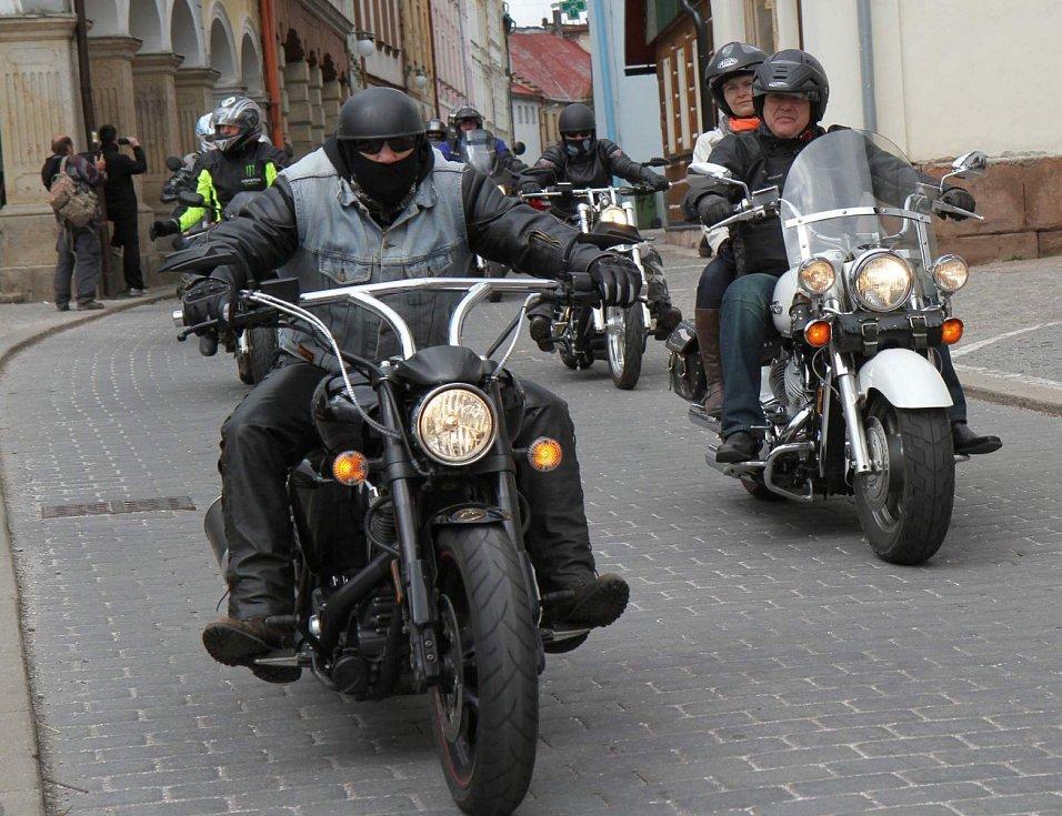 """Motorkáři """"otevřeli šoupátka"""" a vyrazili vstříc kilometrům"""