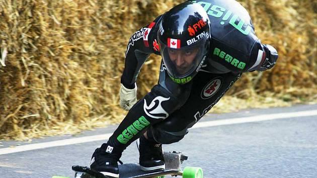 ME v downhill skateboardingu na kozákovské silnici