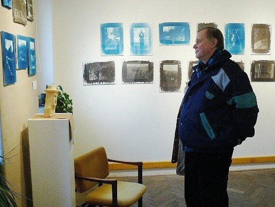 VÝSTAVA PRACÍ ŽÁKŮ fotografického oboru Základní umělecké Úpice je v Malých Svatoňovicích  otevřena do příští středy, denně od 9 do 15 hodin.