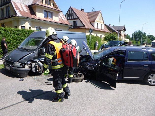 Střet dacie a fordu v Trutnově - Horním Starém Městě.