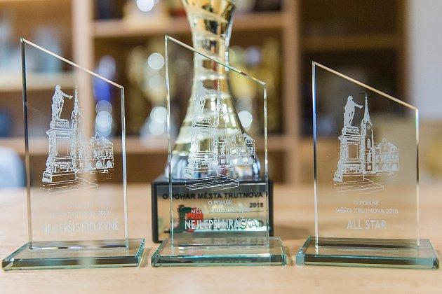 O vítěznou trofej se utkají v neděli v Trutnově basketbalistky Hradce Králové a slovenského Ružomberoku.