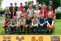 To byla třída! Poznáte mezi osmáky ze školního roku 2006/2007 olympioničky Evu Samkovou a Karolínu Erbanovou? Najdete je v prostřední řadě (druhá a pátá zleva).