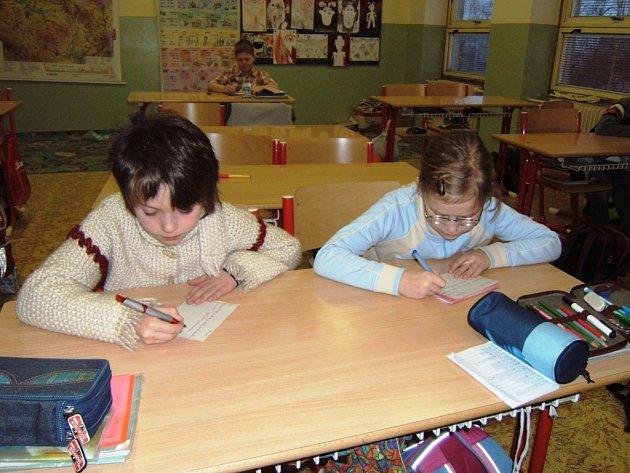 Nemocnost postihla zejména žáky 1. stupně základních škol. Například v Žacléři se ve 4. A sešlo včera pouze 7 dětí.