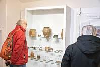 Z vernisáže archeologické výstavy v Muzeu Podkrkonoší v Trutnově.
