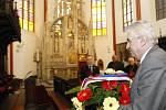 Prezident navštívil katedrálu svatého Ducha na Velkém náměstí, kde položil květiny k památníku arcibiskupa Karla Otčenáška a zapsal se do pamětní knihy. Doprovázel ho hradecký biskup Jan Vokál.